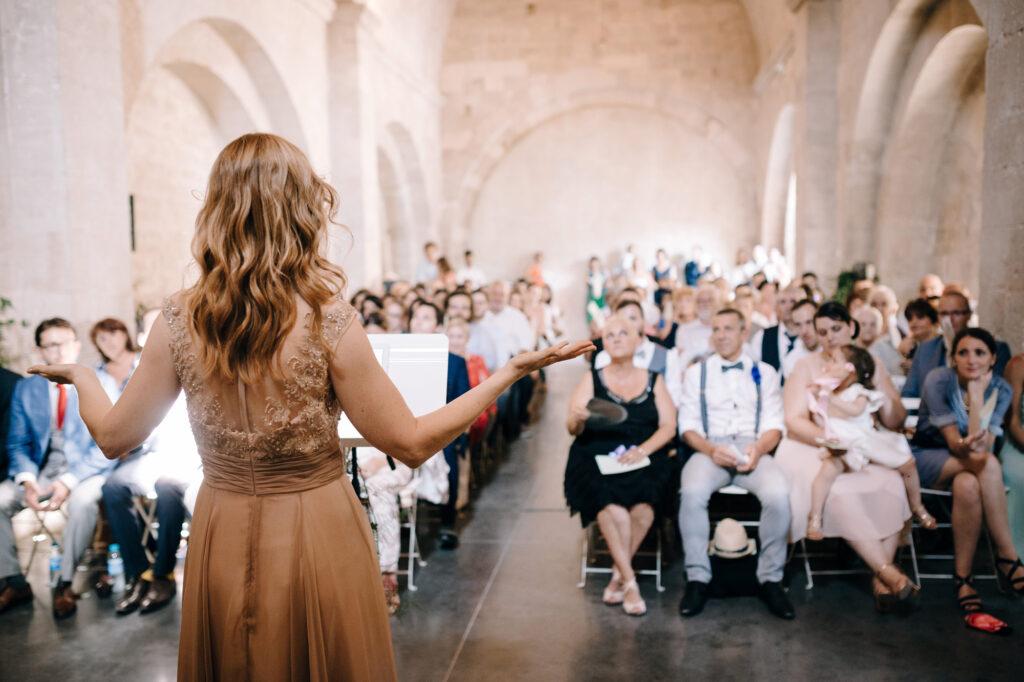 Ariane Douguet officiante chanteuse de ceremonie oratrice coach vocal art oratoire